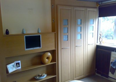 fitte wardrobes with integrated plasma screen (1)