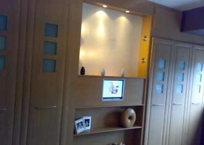 fitte wardrobes with integrated plasma screen (2)